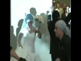 How non-Arabs enter a wedding VS how Arabs enter a wedding 💖💍🌹